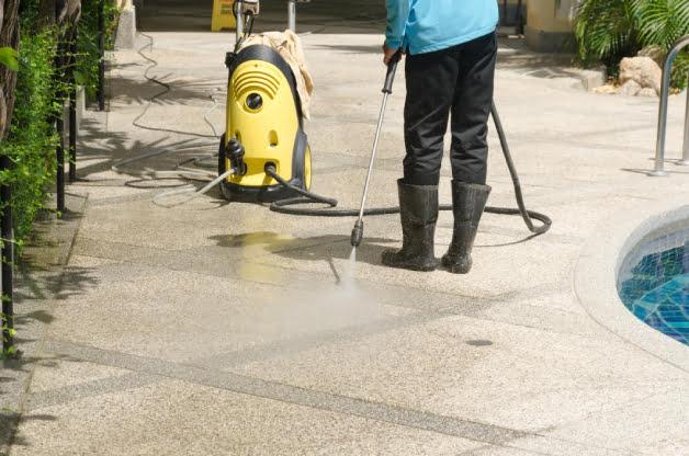DRIVEWAY-SIDEWALK-PATIO-CLEANING